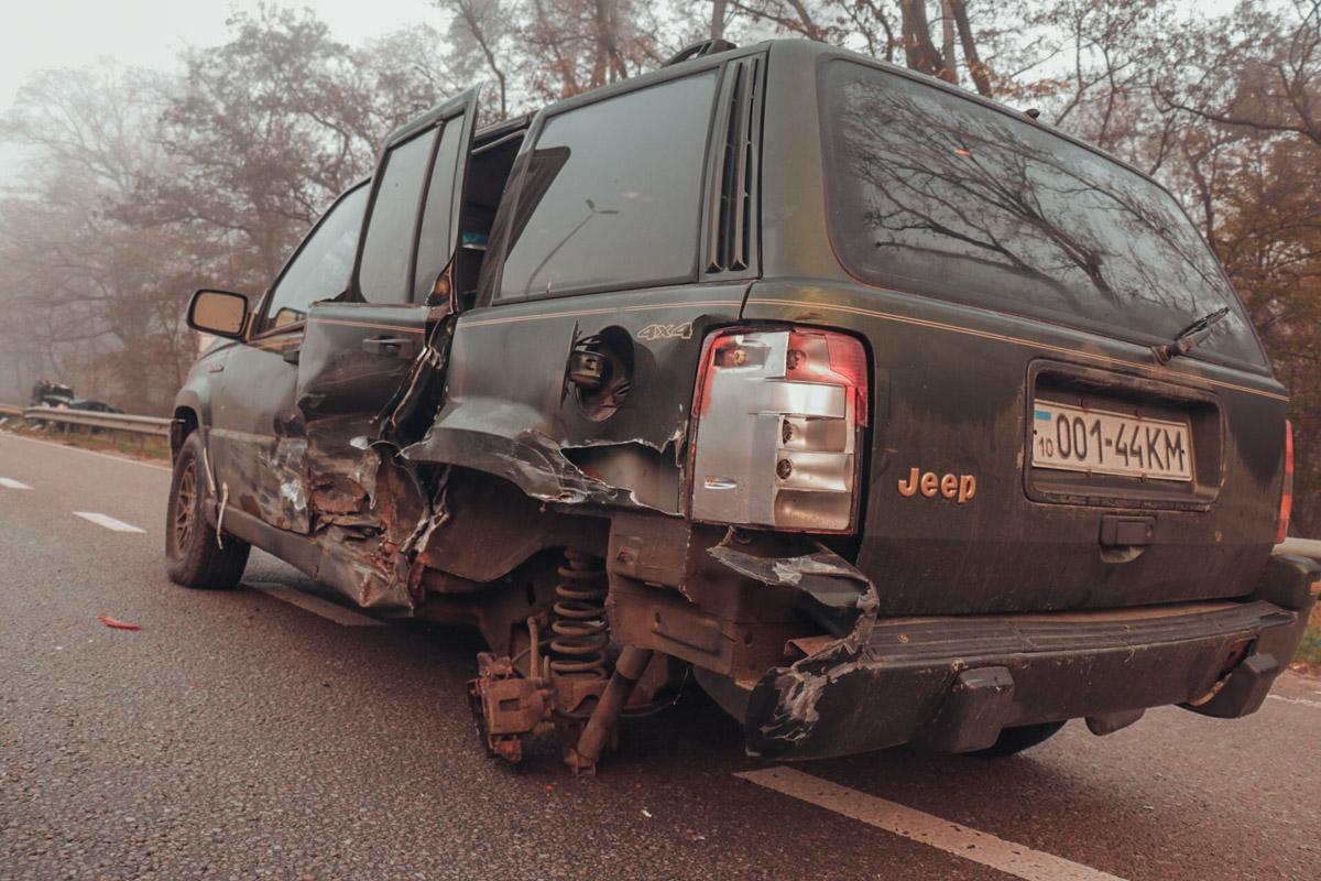 Столкнулись Toyota Camry, Skoda Octavia и Jeep Grand Cherokee
