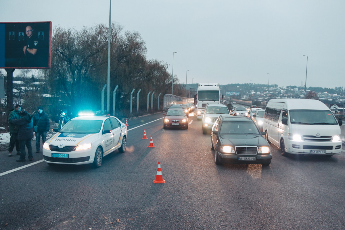 Из-за аварии образовалась многокилометровая пробка