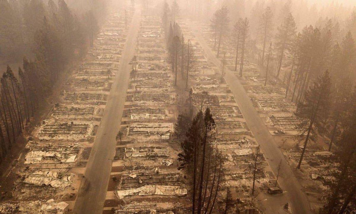 Огонь уже разрушил более шести тысяч строений