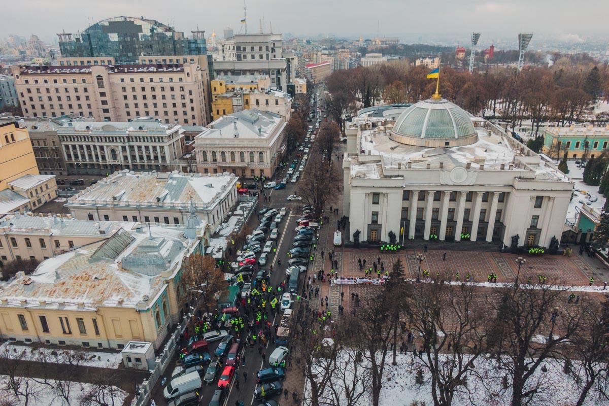 Активисты организации «АвтоЕвроСила» заблокировали проезд по улице Грушевского и расположились под стенами парламента