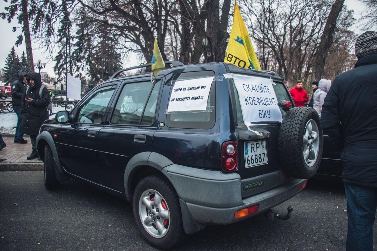 Активисты требуют снять ограничения возраста автомобиля при подсчете размера платежей во время растаможки