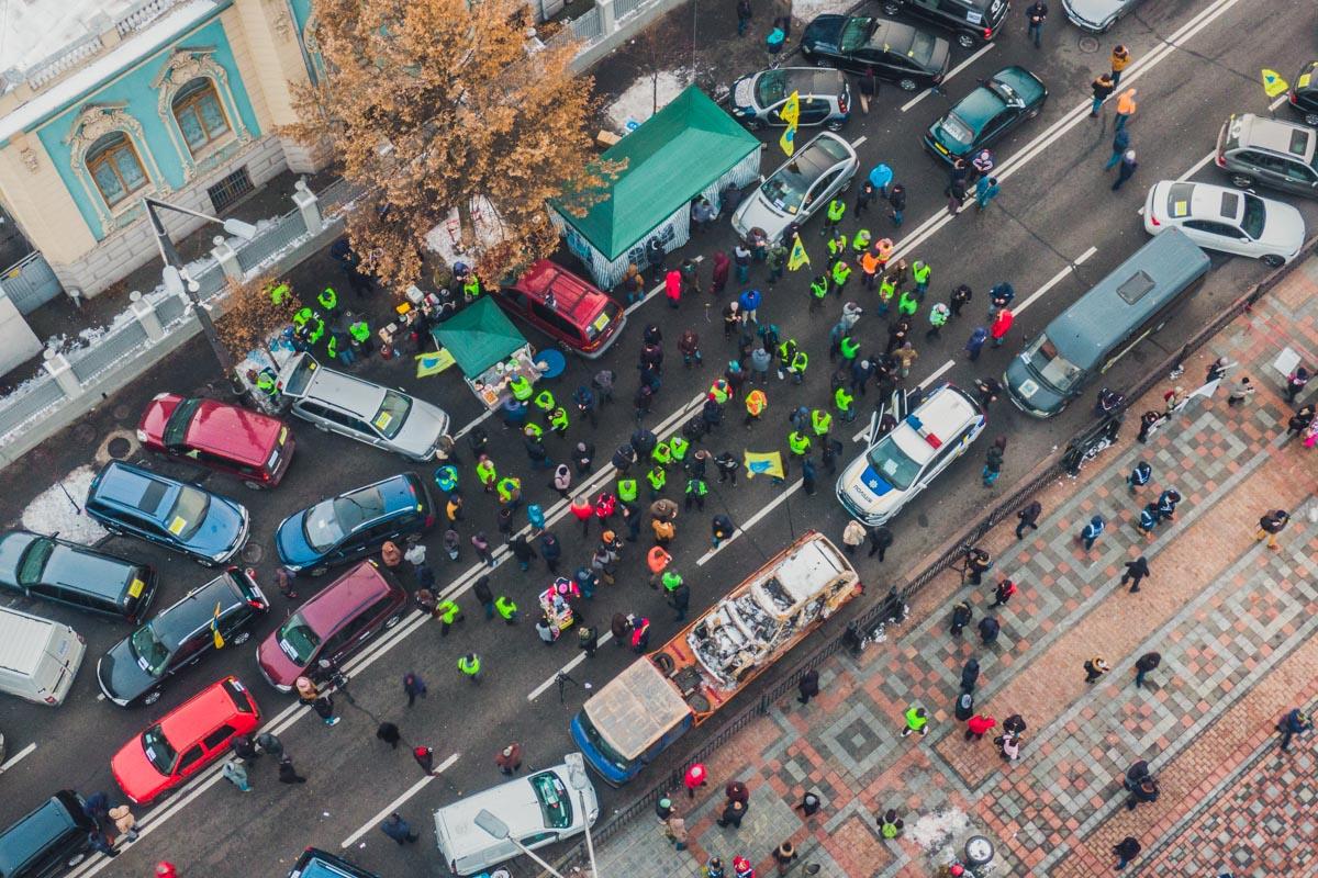 Активисты заблокировали улицу Грушевского