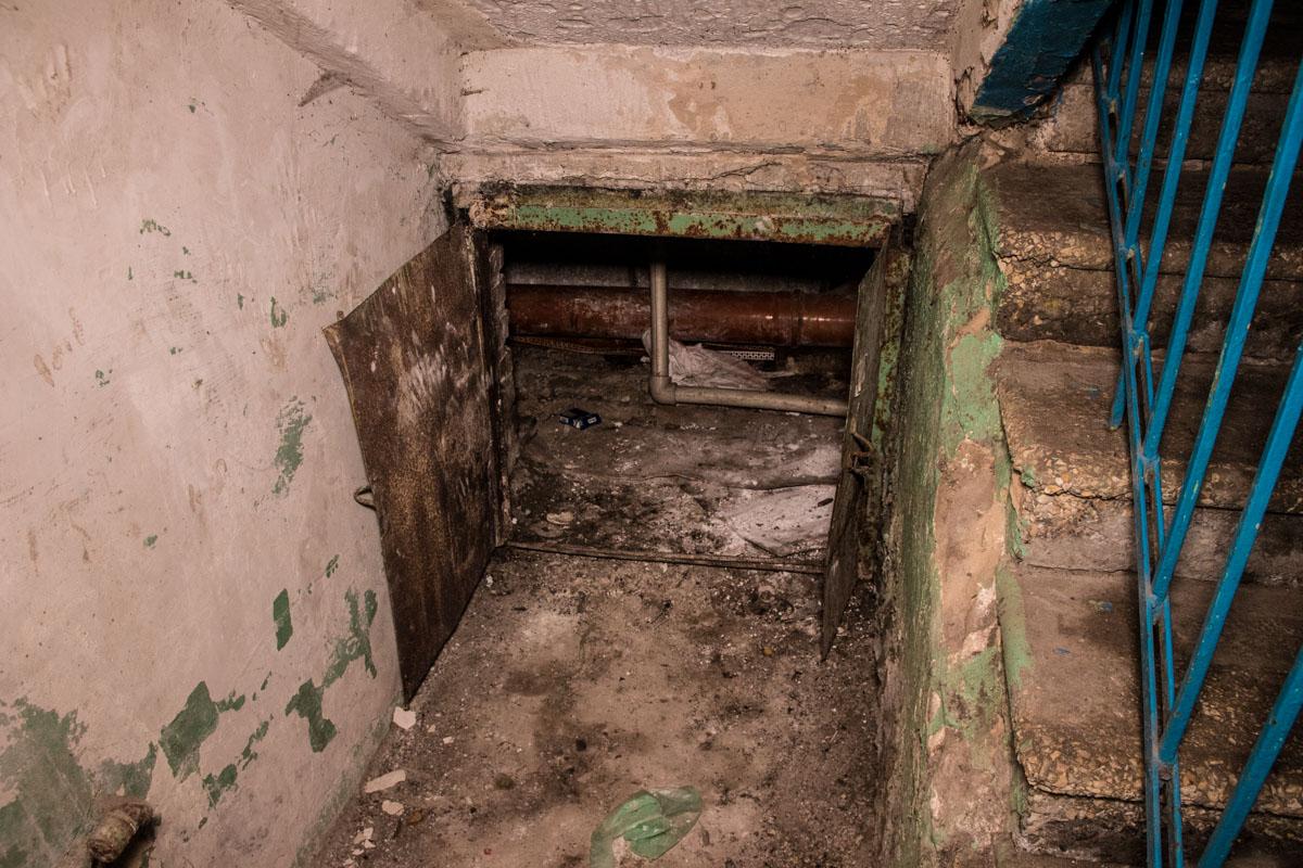 Канализация часто забивается, из-за чего стоки порой поднимаются к 4 и 5-му этажам дома