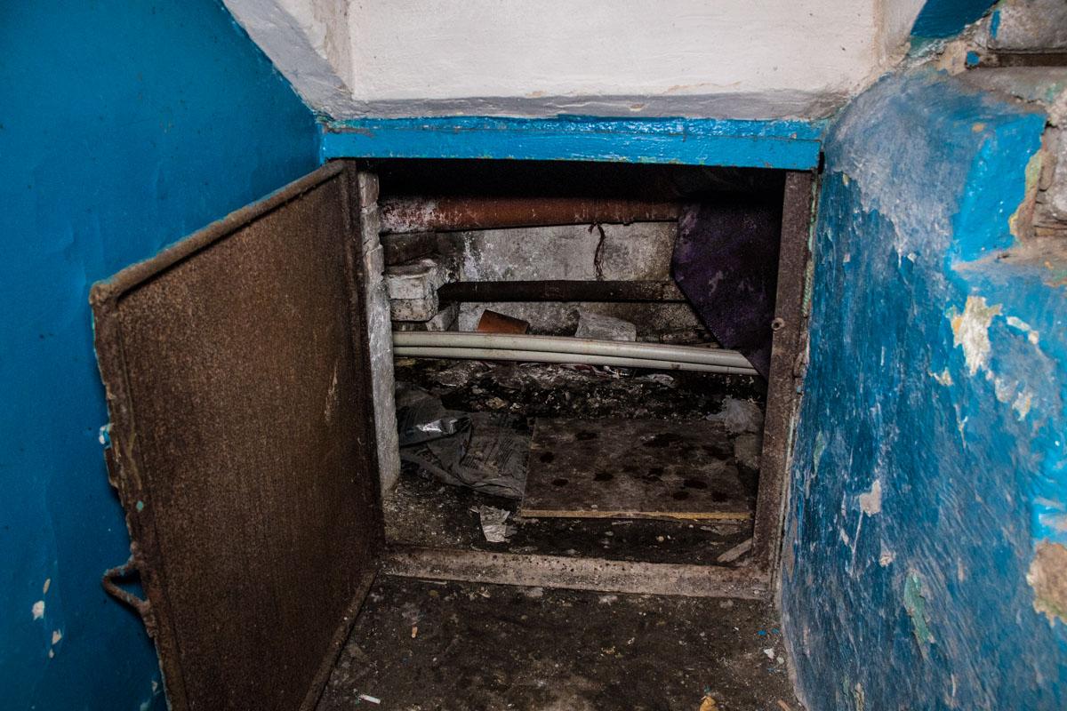 Зловонные воды затапливают кухни, коридоры, ванные и жилые комнаты