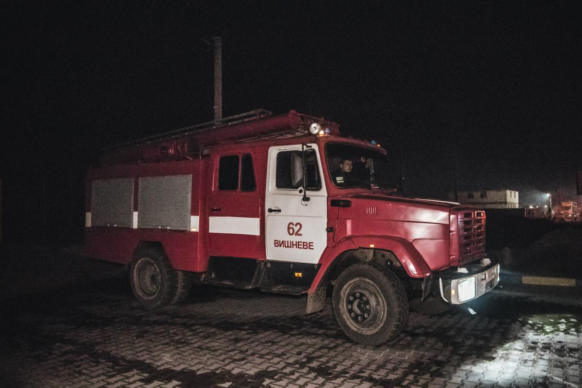 На месте работали спасатели, а также дежурили медики и правоохранители