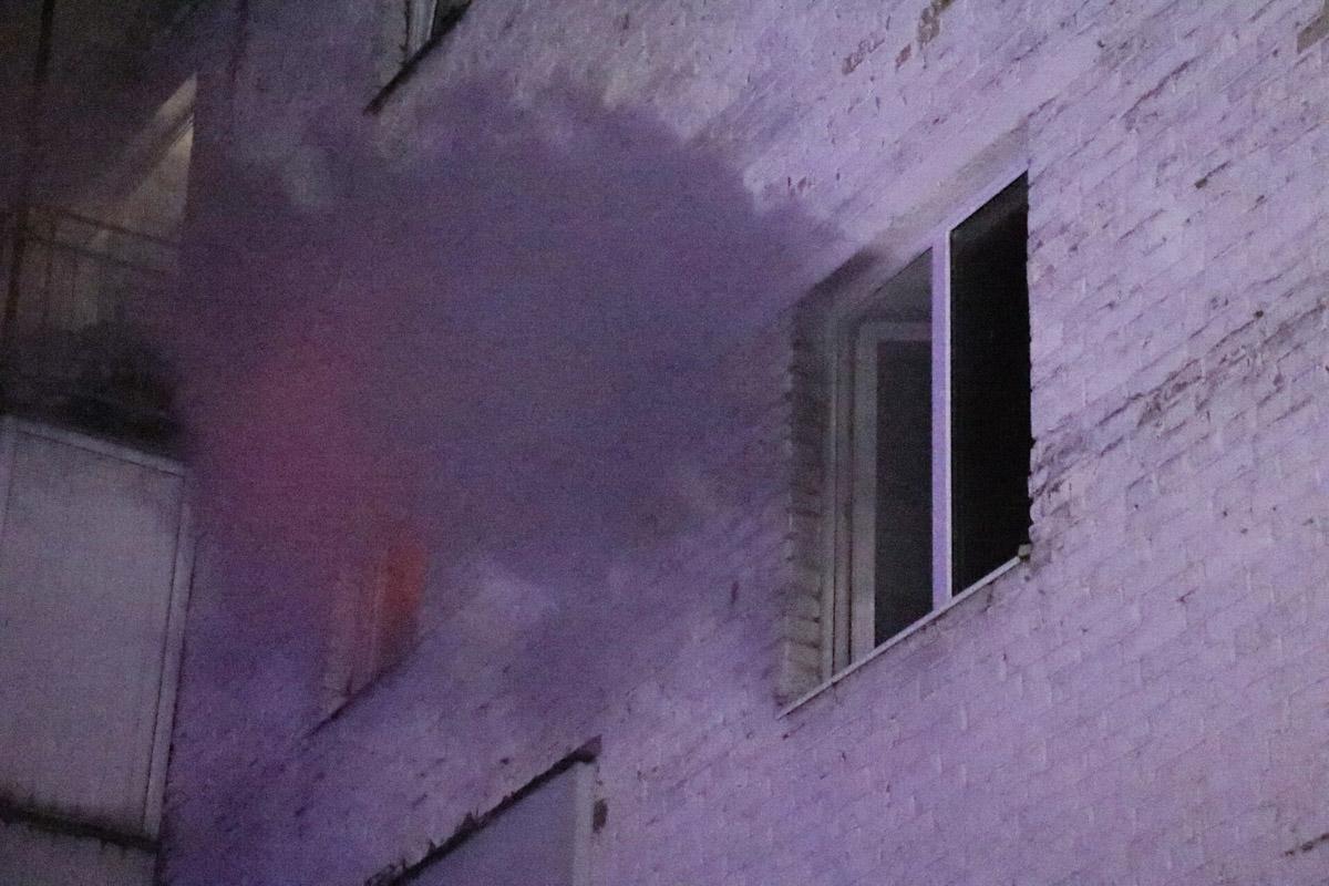 Огонь полностью уничтожил квартиру на третьем этаже
