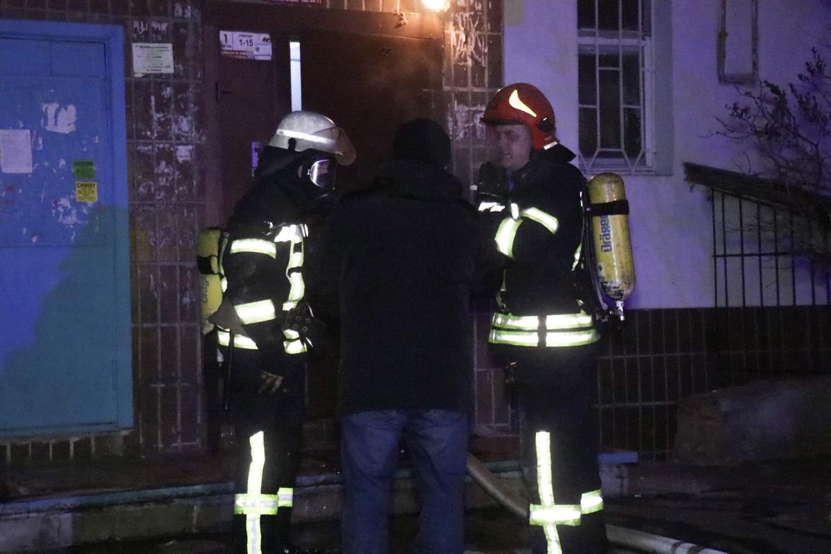 Спасатели эвакуировали жильцов подъезда