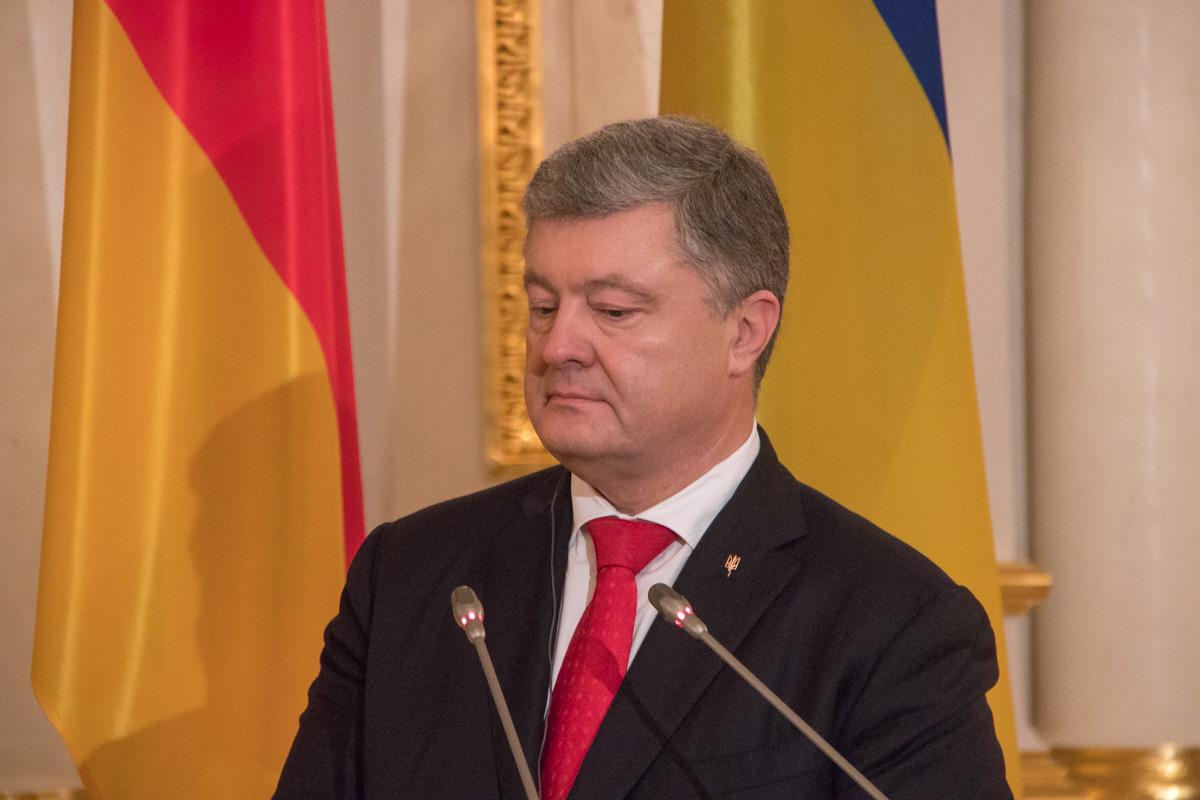 Петр Порошенко поблагодарил лидера Германии за помощь в развитии демократической Украины