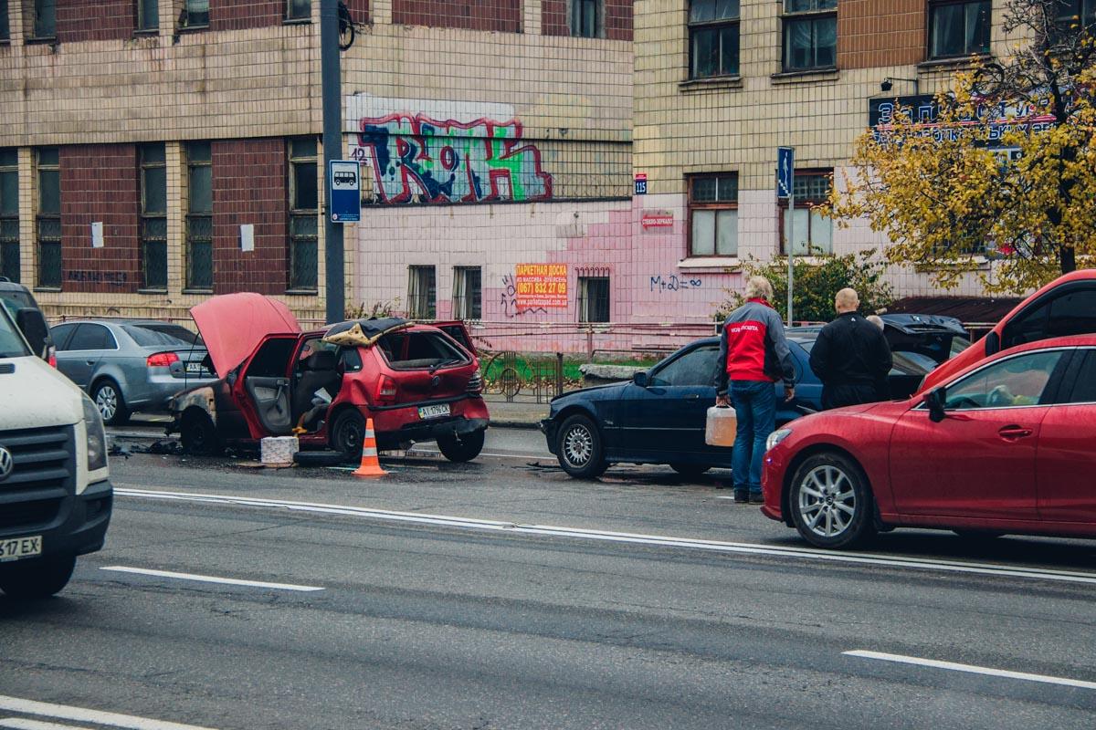 Столкнулись Volkswagen Pointer, BMW 316 и Opel Vivaro