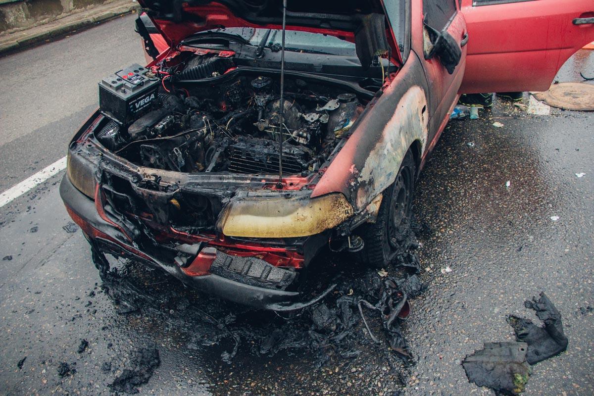 От удара Volkswagen загорелся