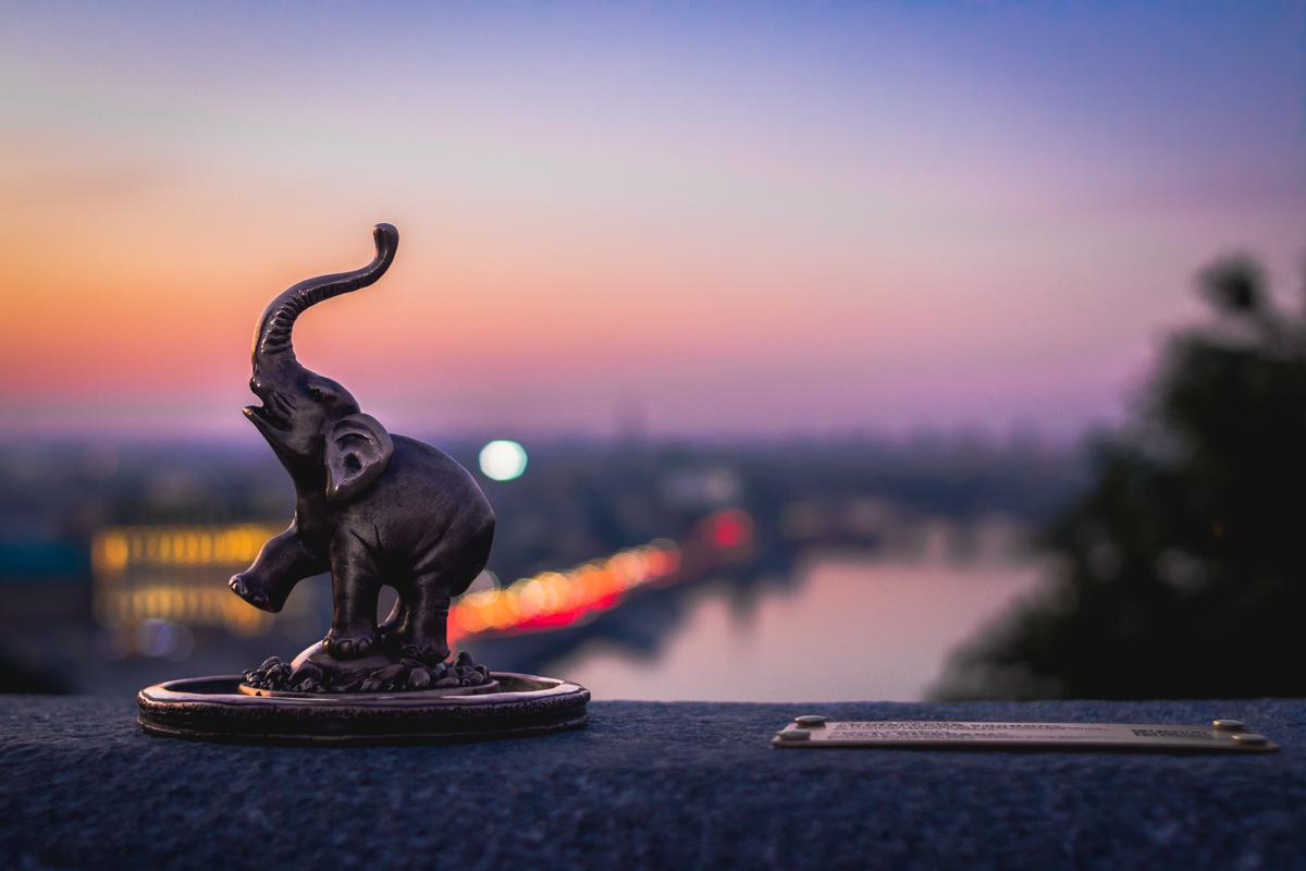 Проект «Шукай»- это киевские символы в виде бронзовых мини-фигурок, которые установлены по центру города.