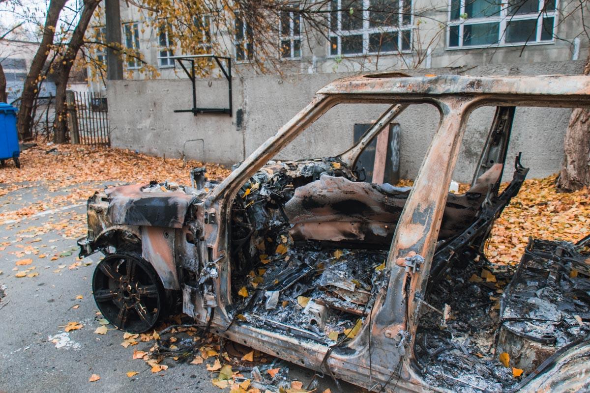 Активист собирался поджечь машину под зданием Верховной Рады, но ему помешали силовики