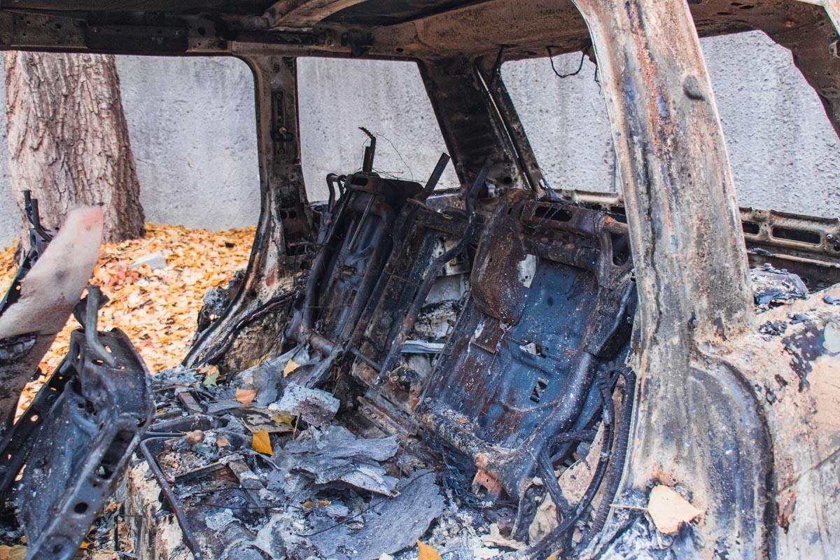 "На данный момент останки от Range Rover перевезли на территорию офиса организации ""Авто Евро Сила"""