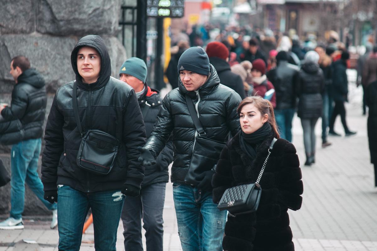 Каждый прячется от холода, как может