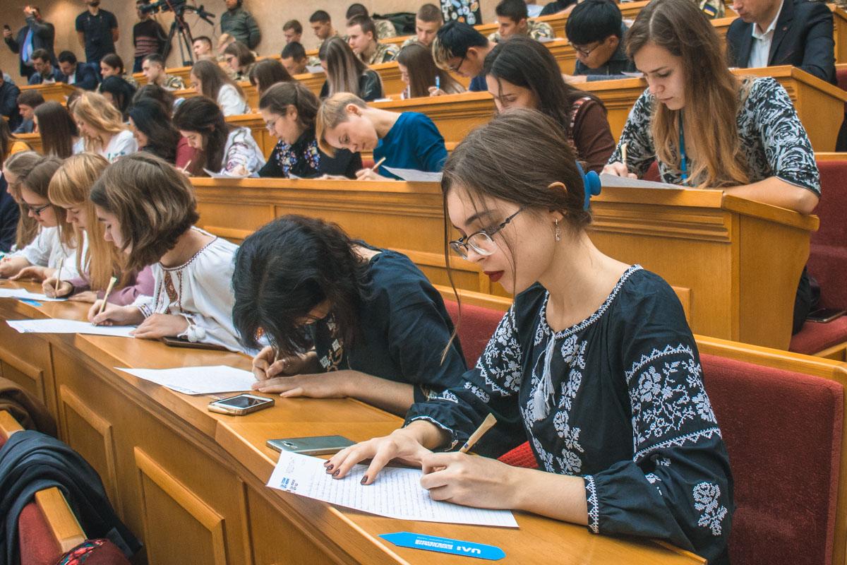 Учасники вважають, що це дійсно важливо - святкувати День української мови та писемності і у такій формі