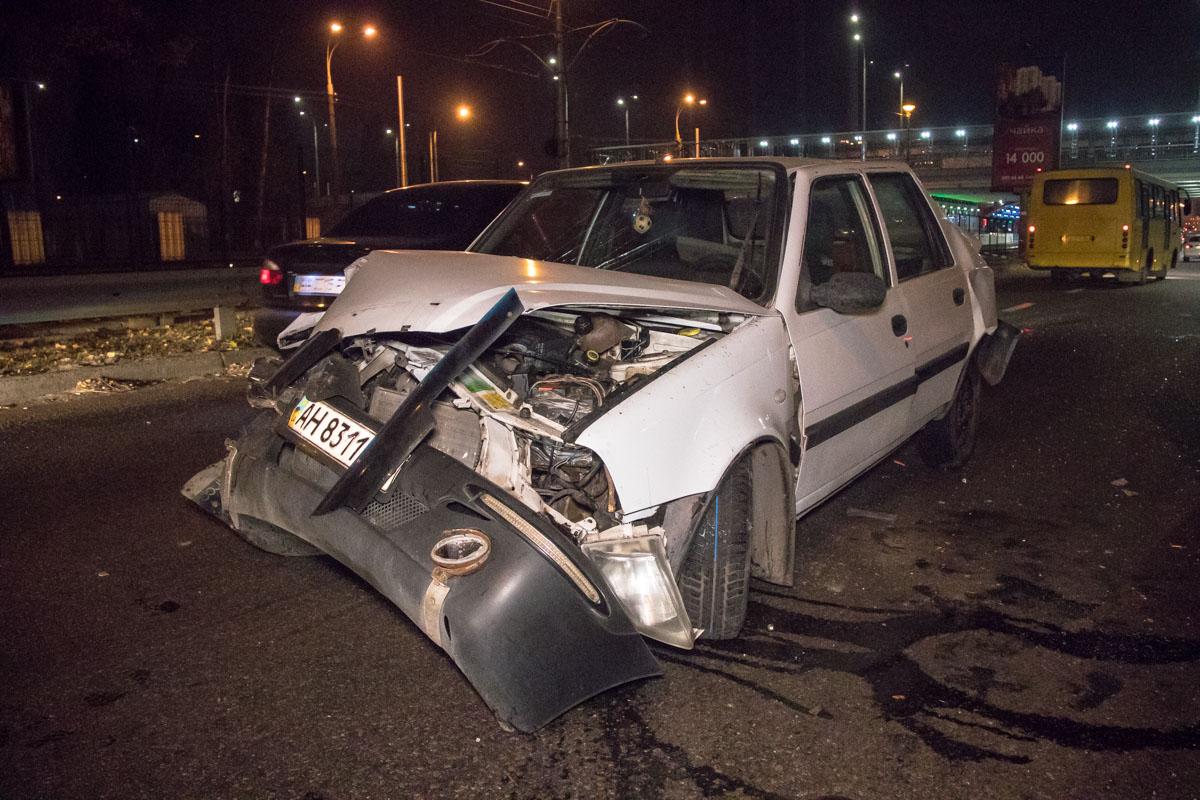 Водитель Dacia обгонял поток и перестроился в первый ряд