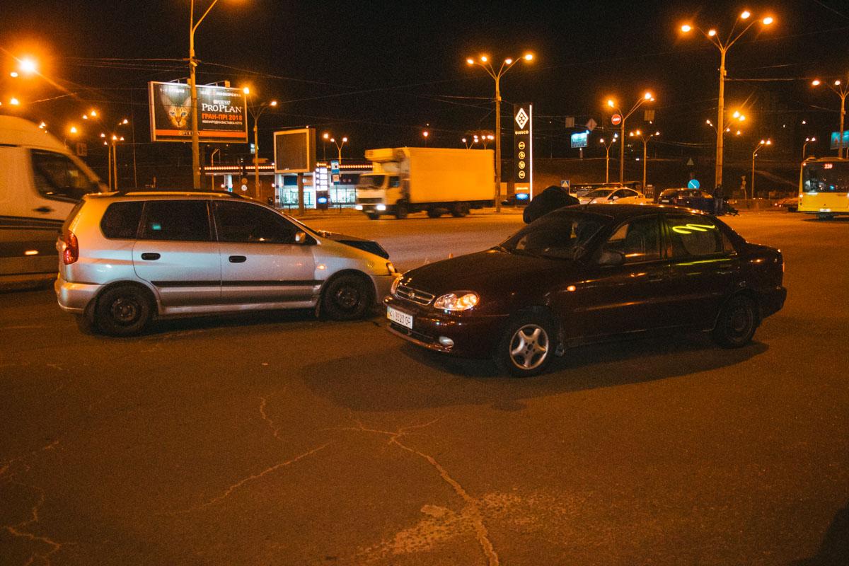 Через час на перекрестке столкнулись Mitsubishi и Lanos