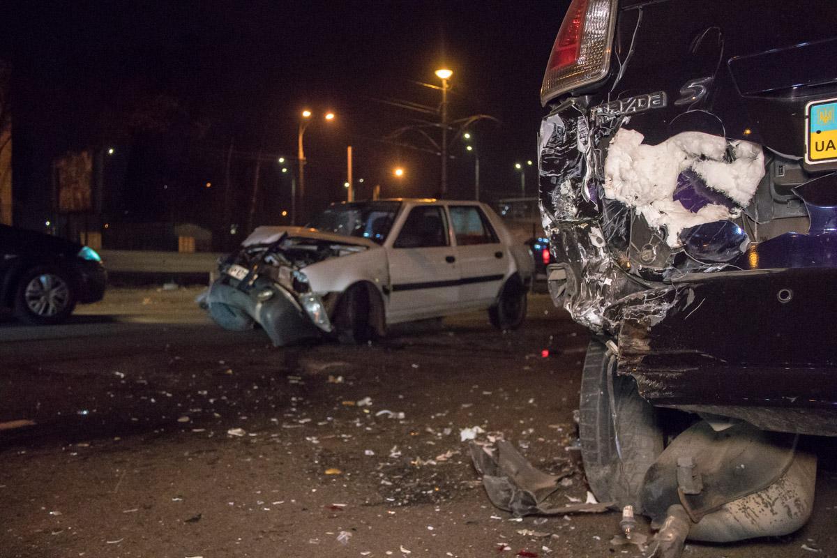 В аварии пострадало три автомобиля и маршрутка