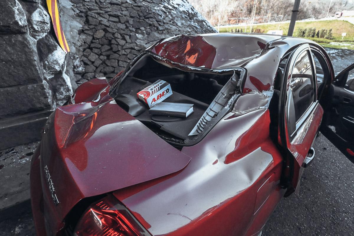 Водитель Chevrolet жаловался на боли в тазу и хромал, однако сообщил, что обратится за медицинской помощью позже