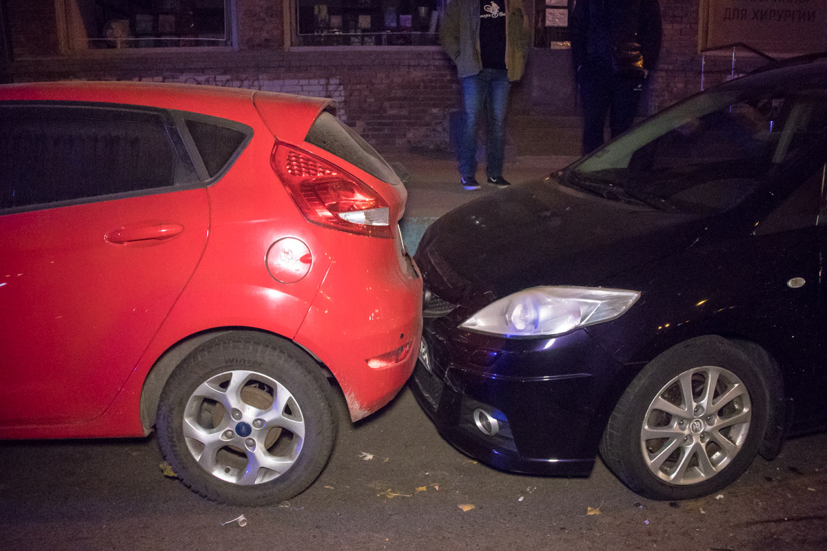 Хозяева Ford и Mazda в момент аварии находились в салоне красоты