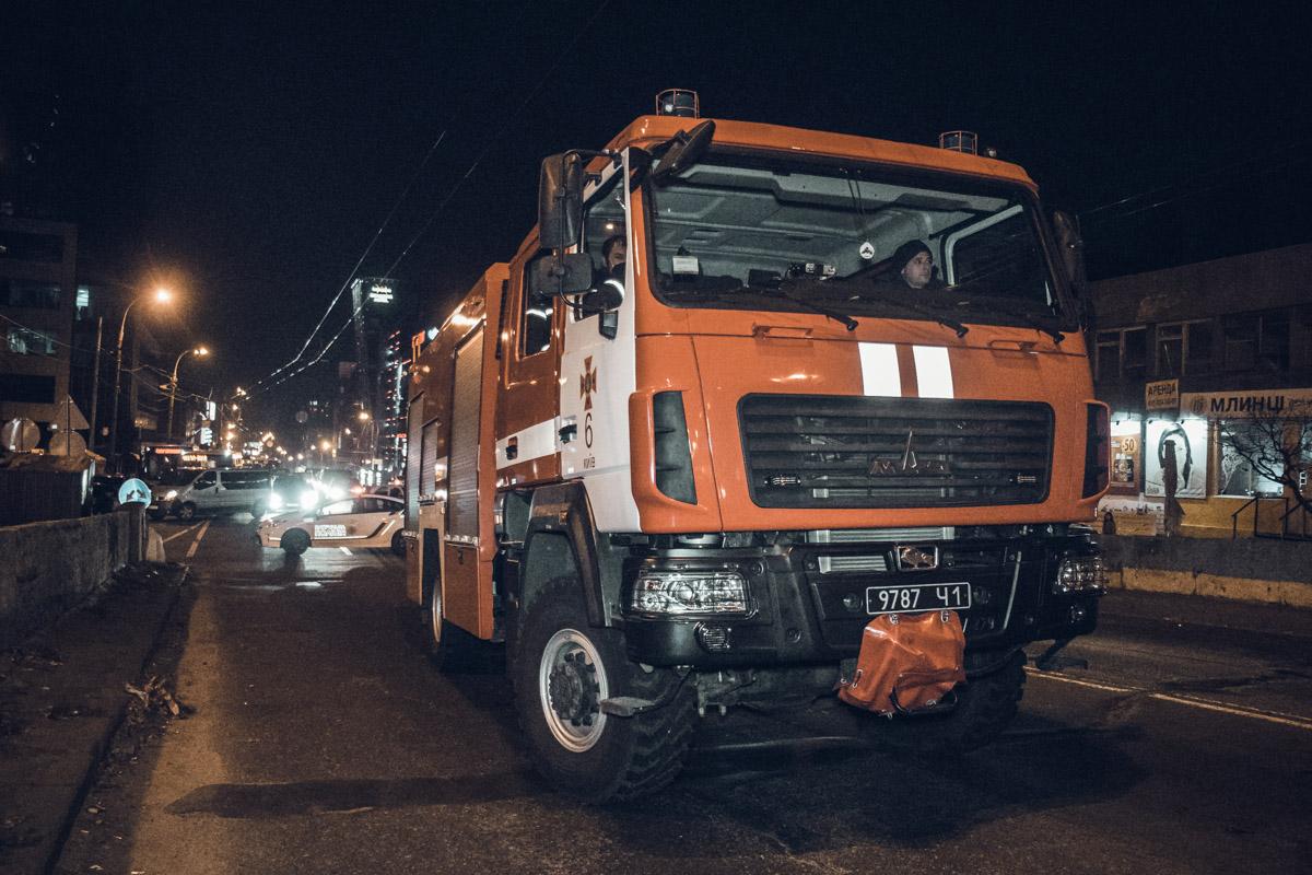 После столкновения Opel задымился, но машина не загорелась