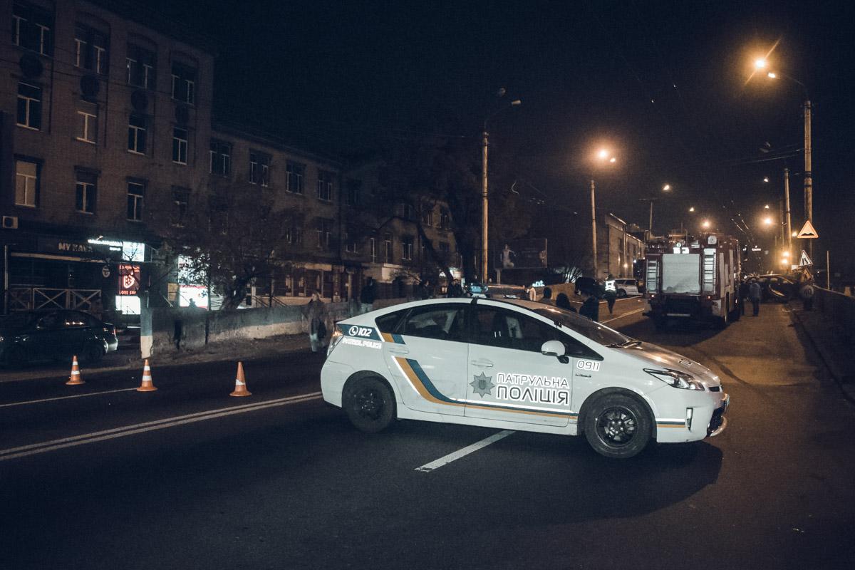"""На месте работали несколько экипажей патрульной полиции, следственно-оперативная группа, """"скорая"""" и спасатели ГСЧС"""