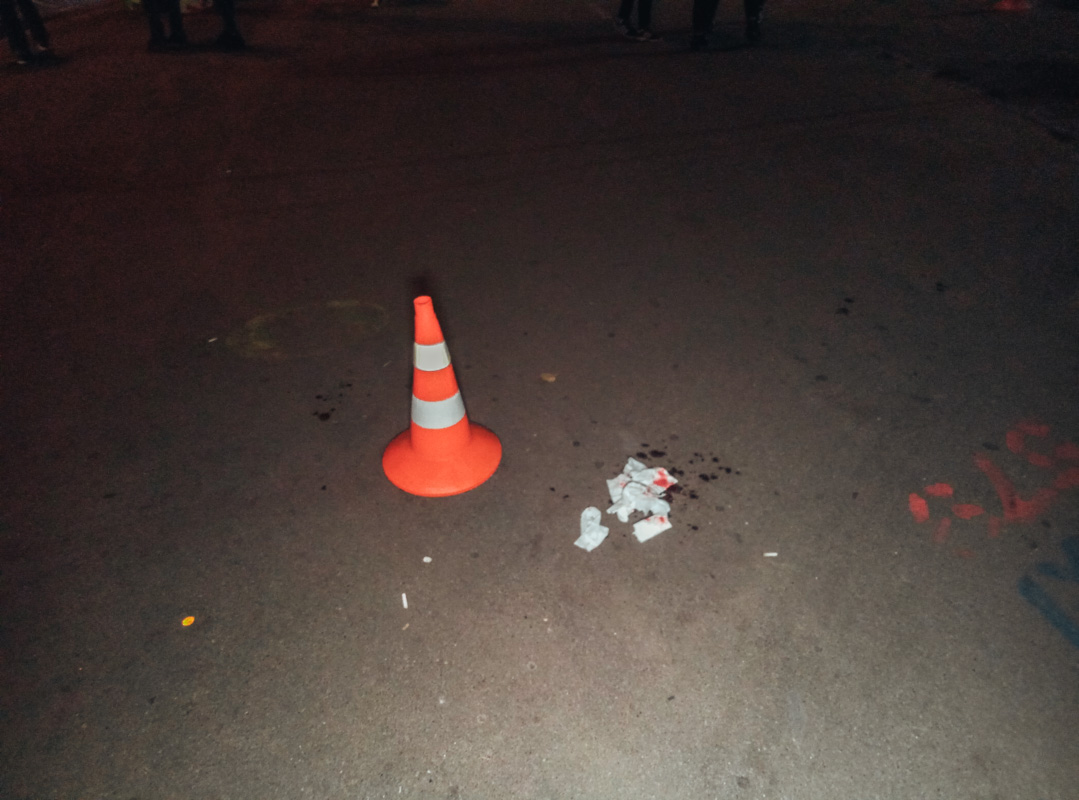 Возле ТРЦ SkyMall черная иномарка сбила молодую девушку