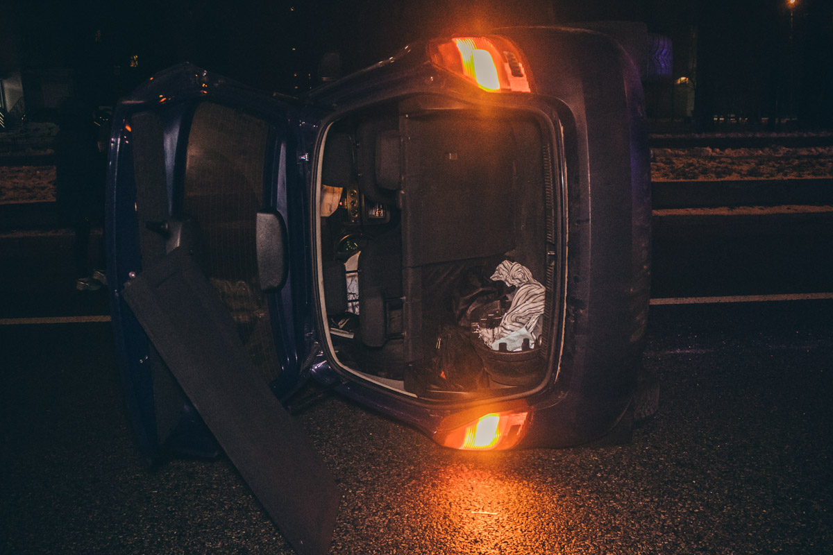 К счастью, в результате аварии, водитель и пассажир не пострадали