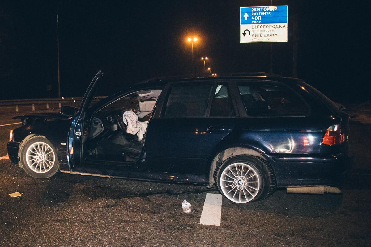 На Житомирской трассе, возле выезда из Киева произошла авария с участием автомобилей BMW 5 и Opel Insignia