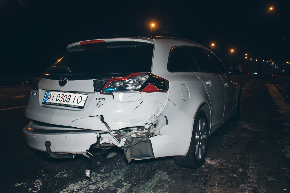 У Opel Insignia разбита задняя часть