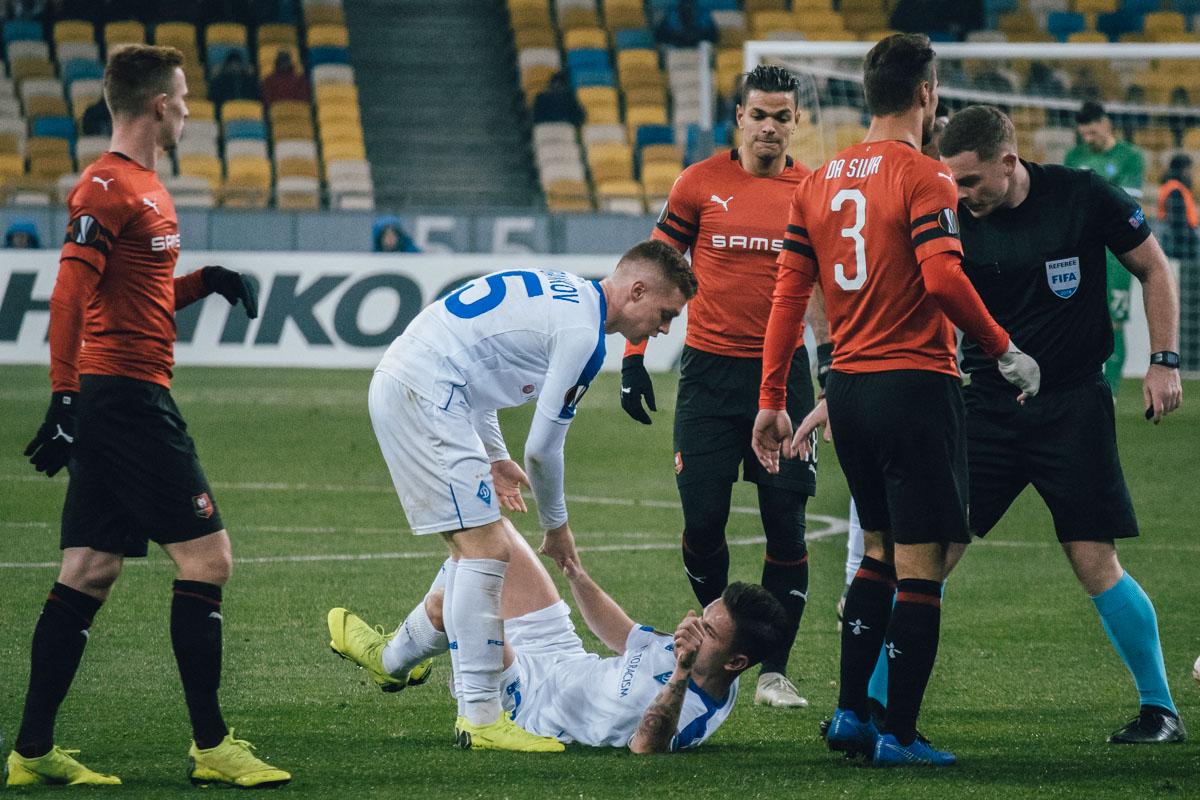 На протяжении всего матча не обходилось без грубостей со стороны французов