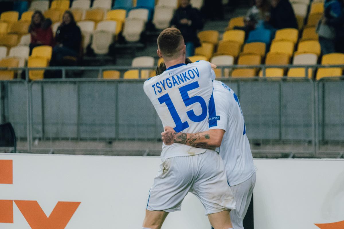 Автора первого гола Вербича первым поздравил ассистент Цыганков