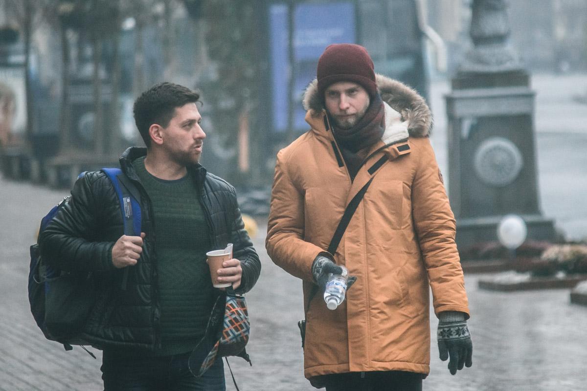 Если чай на улице пить еще можно, то водичку, наверное, придется погрызть