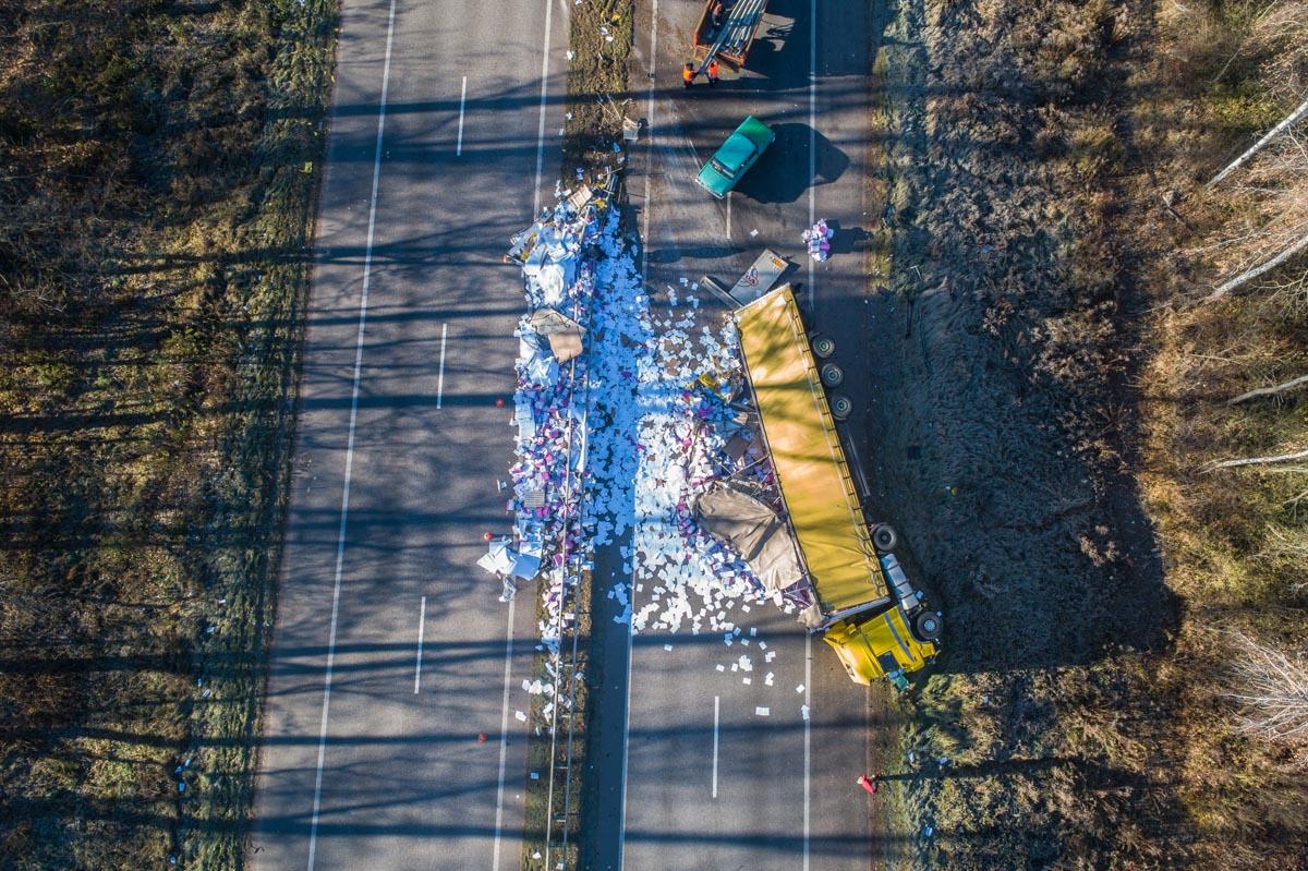Из-за аварии движение по трассе в сторону Житомира пустили по встречной полосе