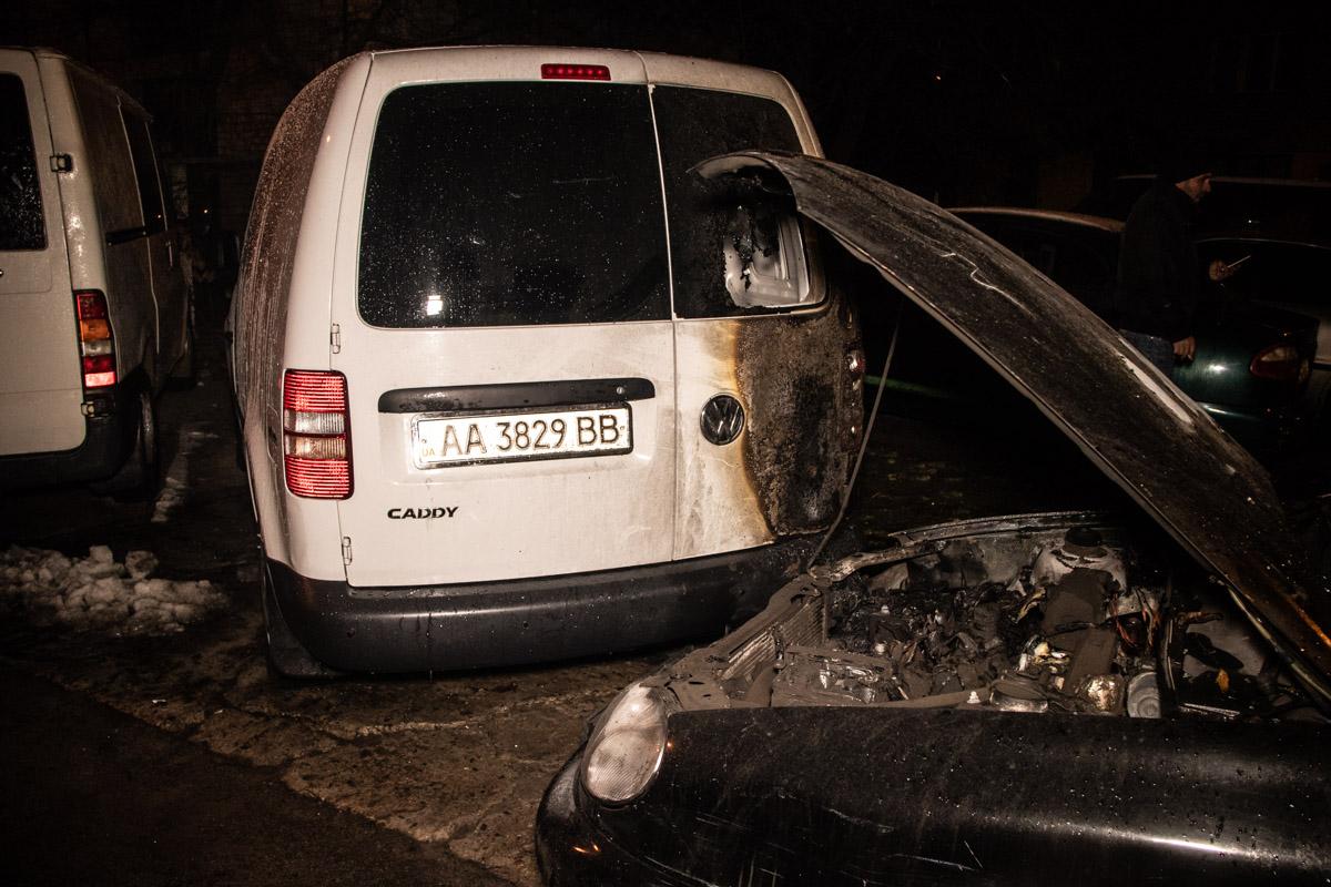 Огонь незначительно повредилVolkswagen Caddy и Daewoo Lanos