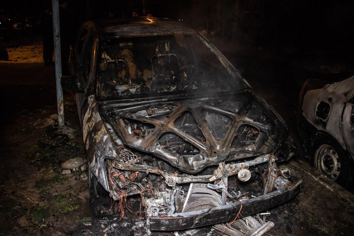 На улице Набережно-Корчеватской загорелась Toyota Corolla