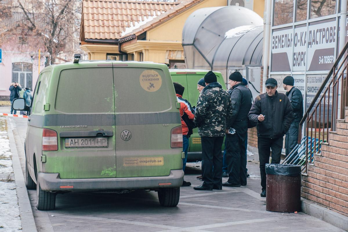 В субботу, 17 ноября,в центре Ирпеня неизвестные напали на машину инкассаторов
