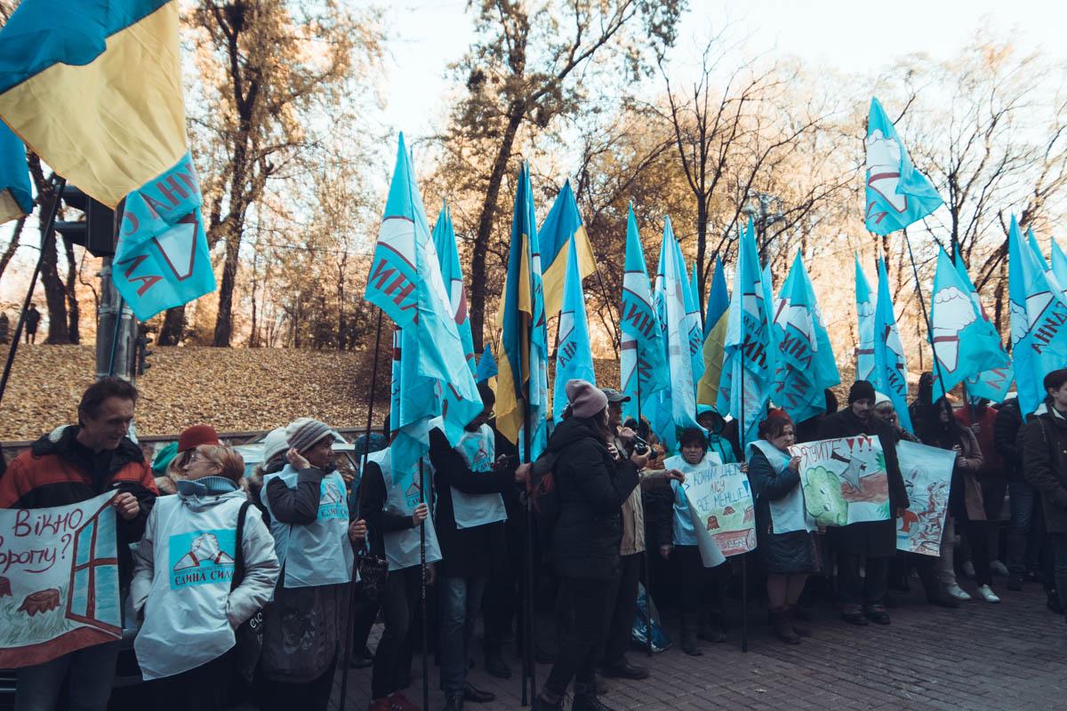 Люди поочередно требовали отставки Владимира Бондаря и Остапа Семерака