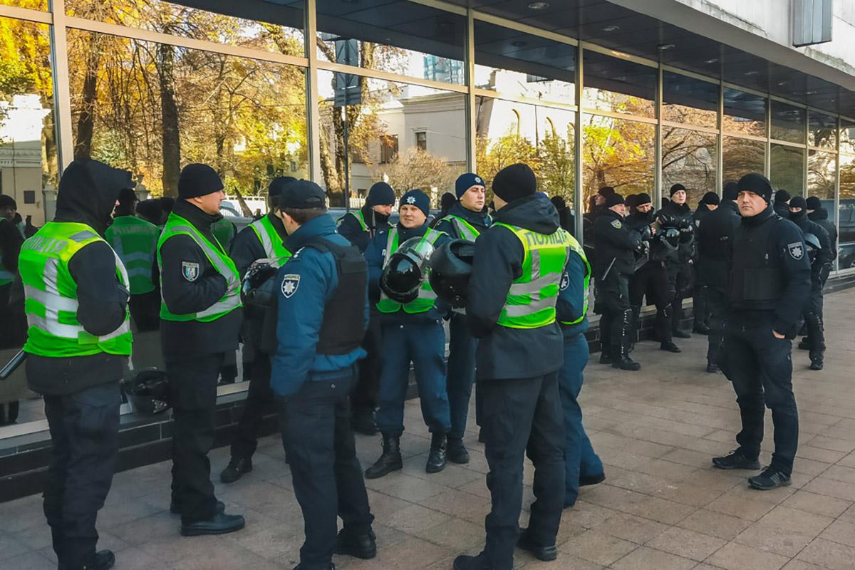 Вцентреработают усиленные наряды полиции и Национальной гвардии
