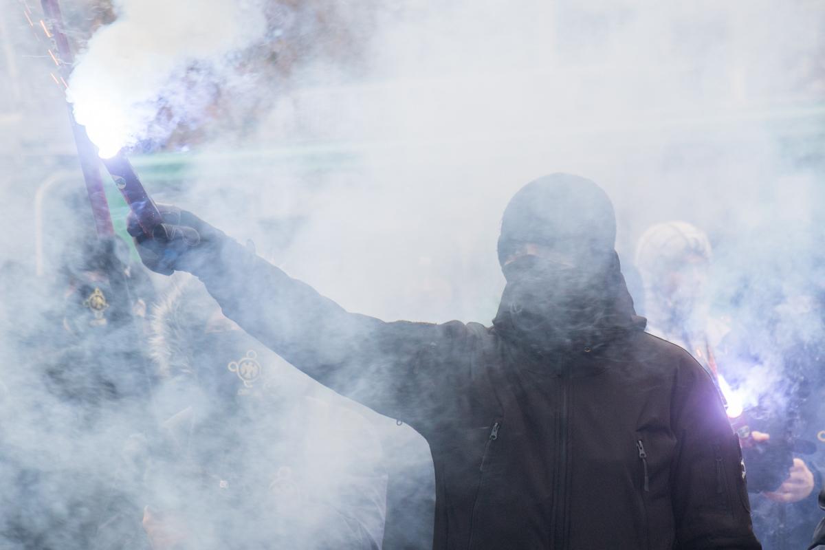 В облаке дыма от файера