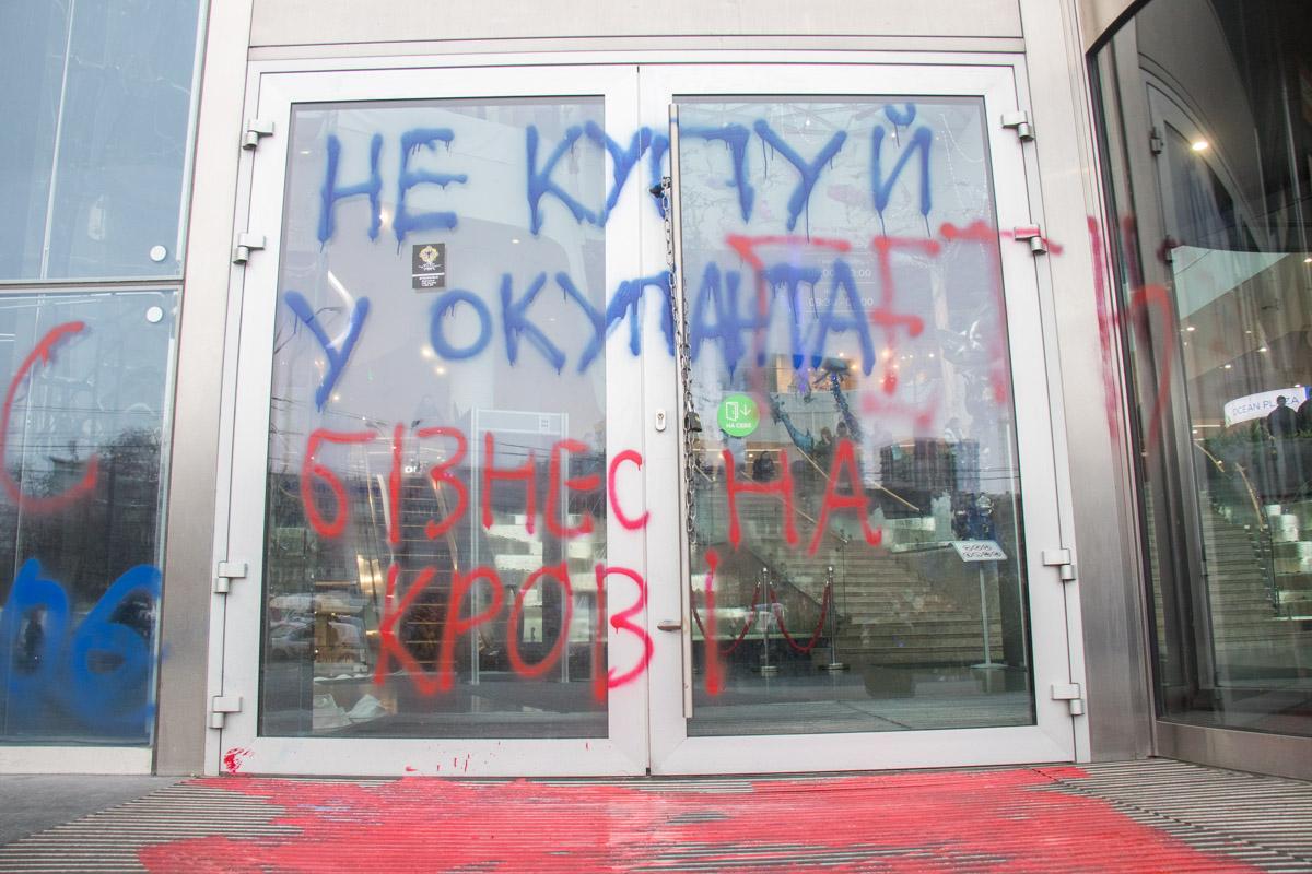 Покрышки у входа активисты не жгли