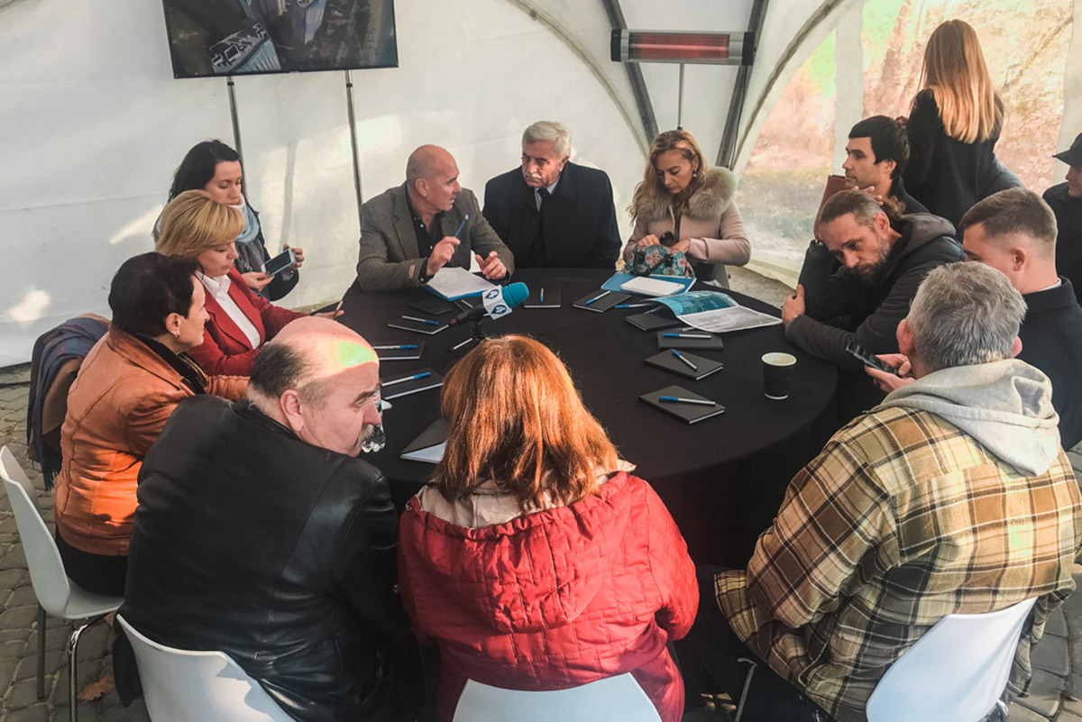"""Участие в круглом столе приняли представители институтов гидробиологии, рыбного хозяйства, КП """"Плесо"""", представители банка """"Аркада"""", а также местные активисты"""