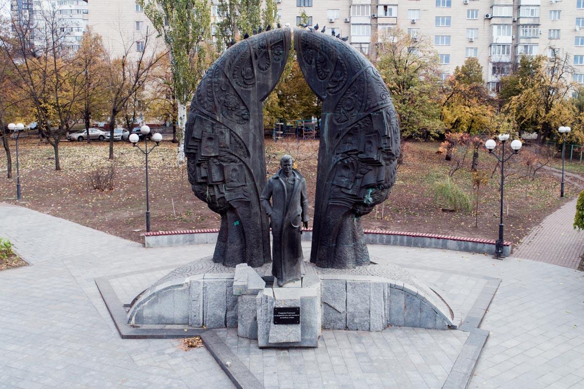Монумент был установлен 10 лет назад, 22 декабря
