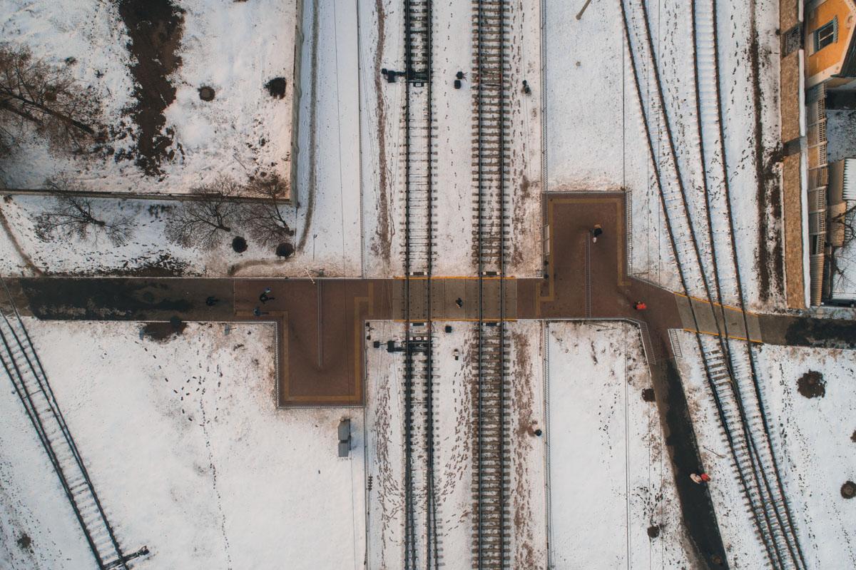 Переход находится недалеко от Дарницкого вокзала