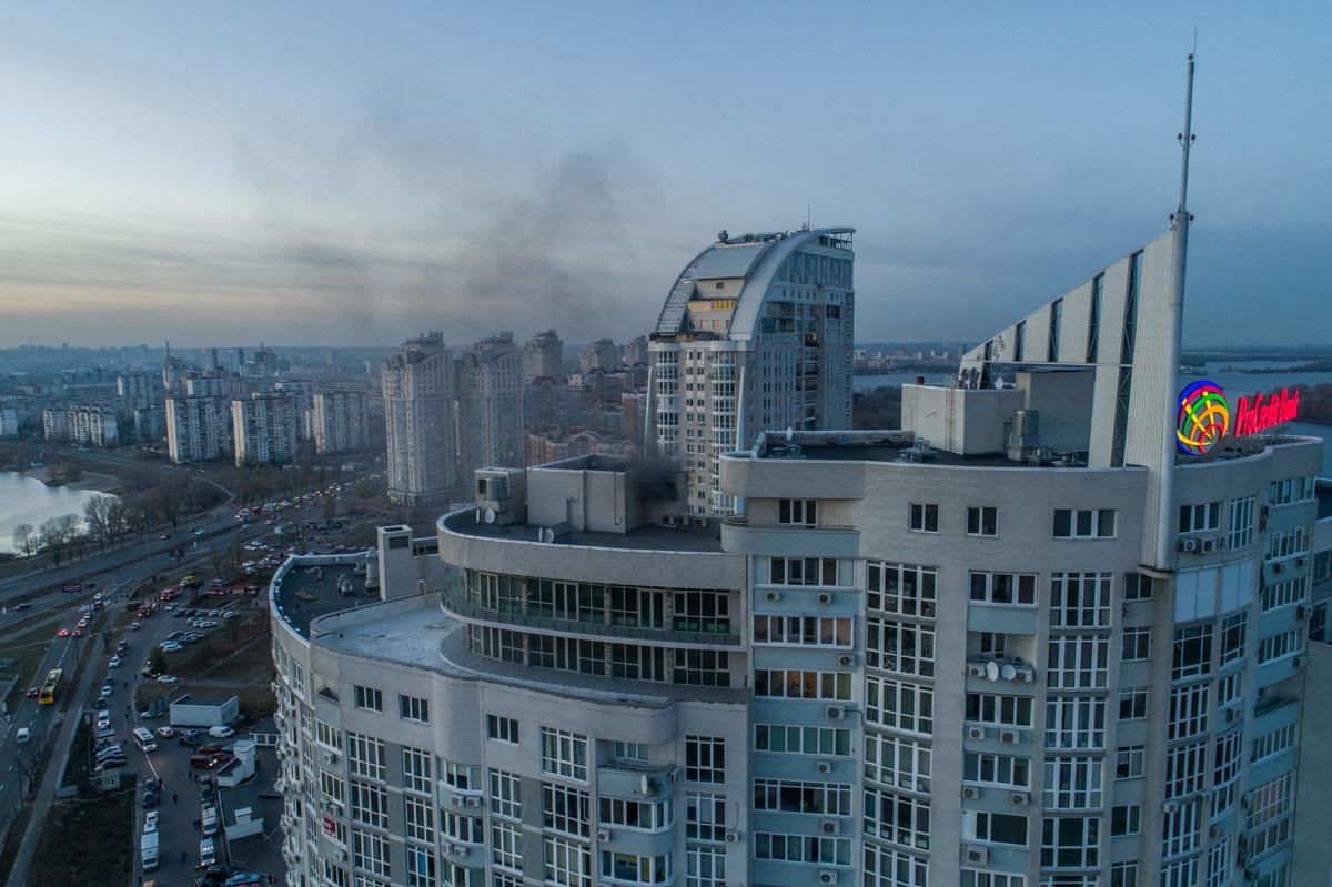Столб дыма было видно с многих частей города