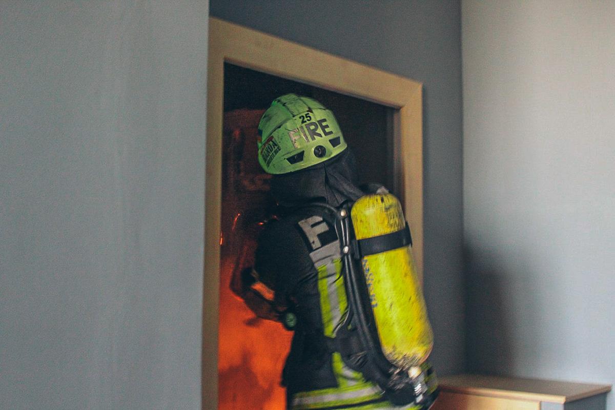 Причиной происшествия стали неисправные кабели с 5 по 23 этаж жилого дома