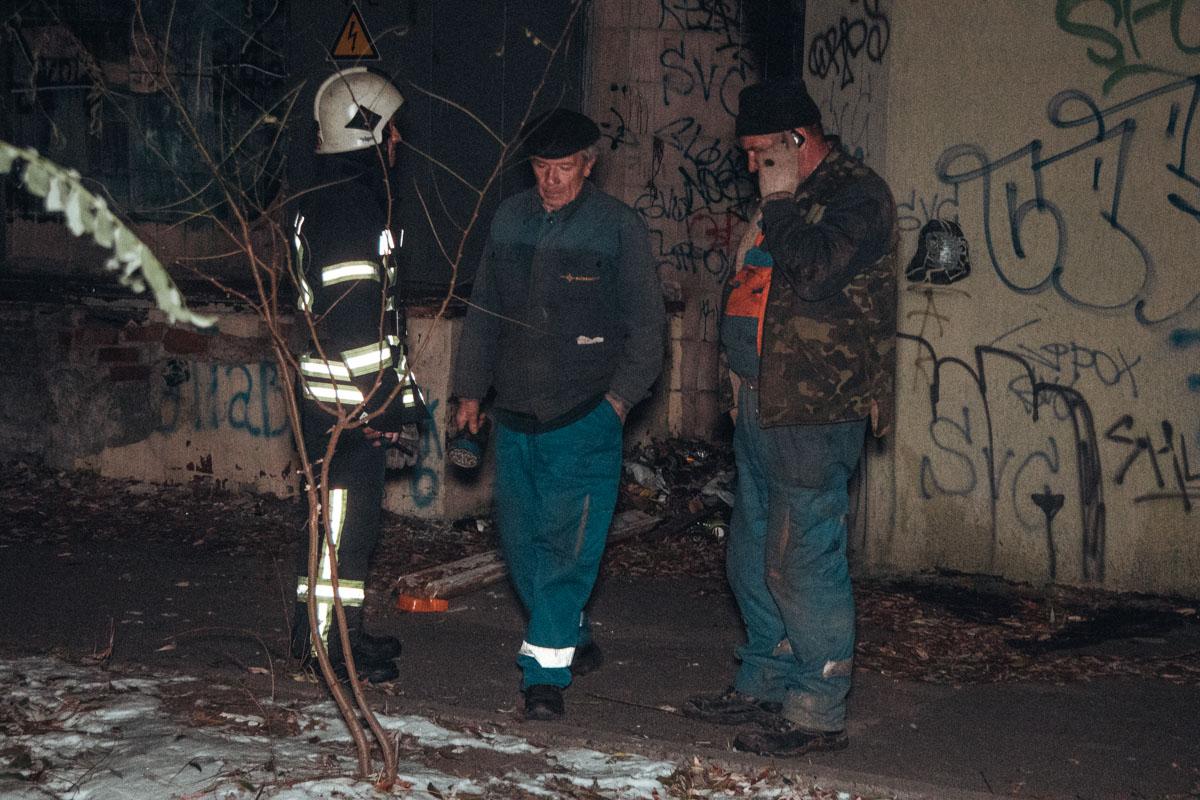 В момент замыкания в окрестных домах начались перебои в работе электричества