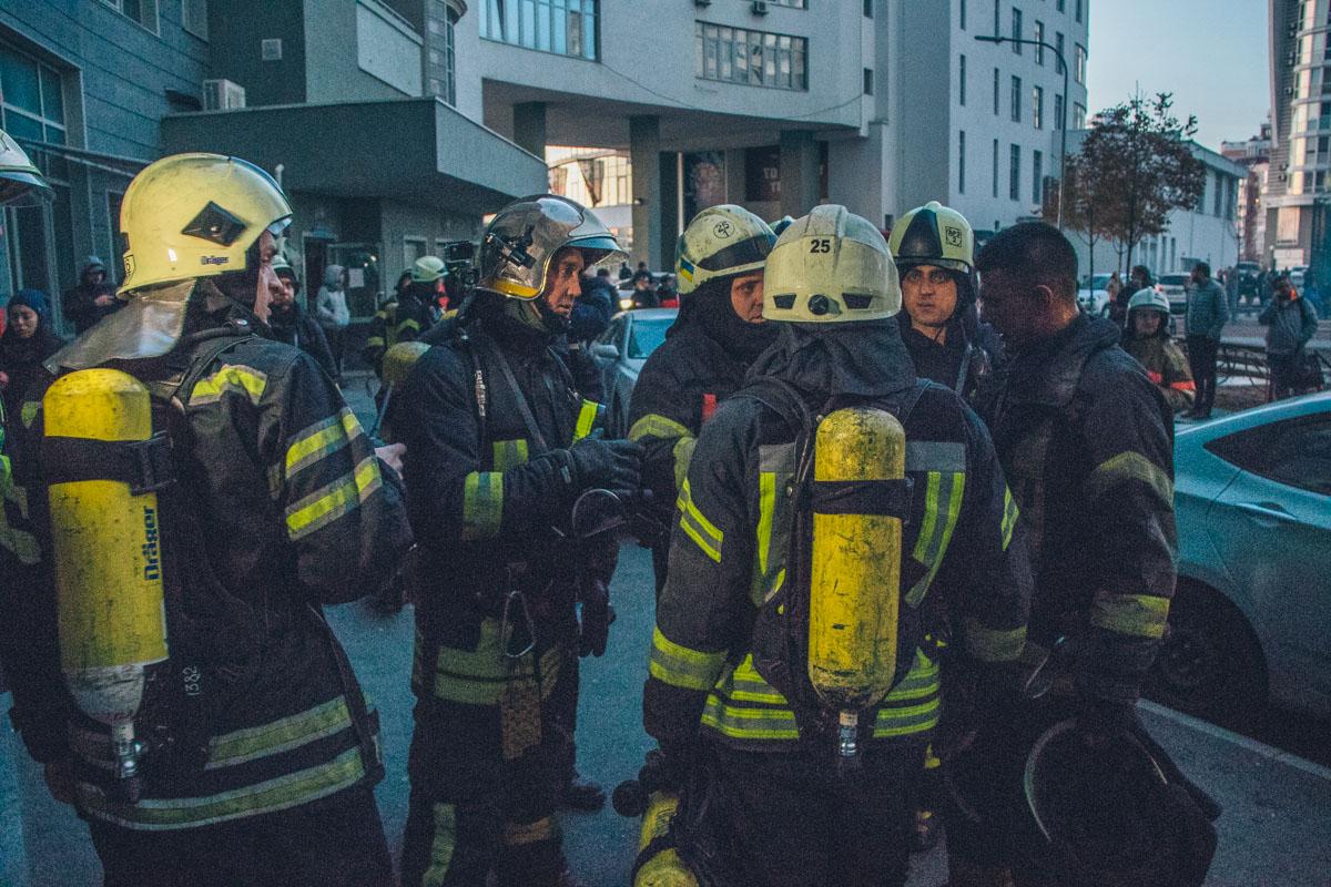 Из помещения вывели 60 человек, 10 человек спасли, 5 из которых - дети
