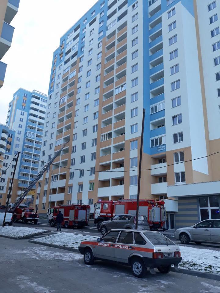 Из пожара спасли четырех жителей, десятки - эвакуировали