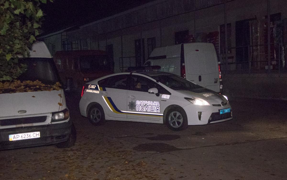 На месте работали четыре единицы основной пожарной техники, а также дежурили медики и полиция